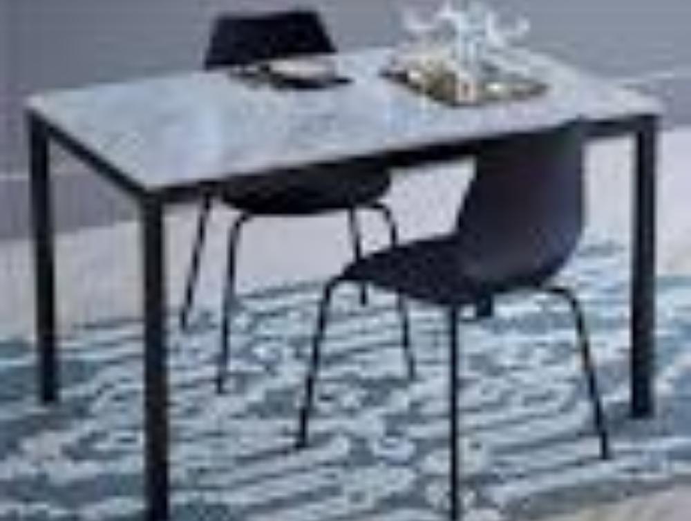Nettoyer une table/un plan de travail en marbre