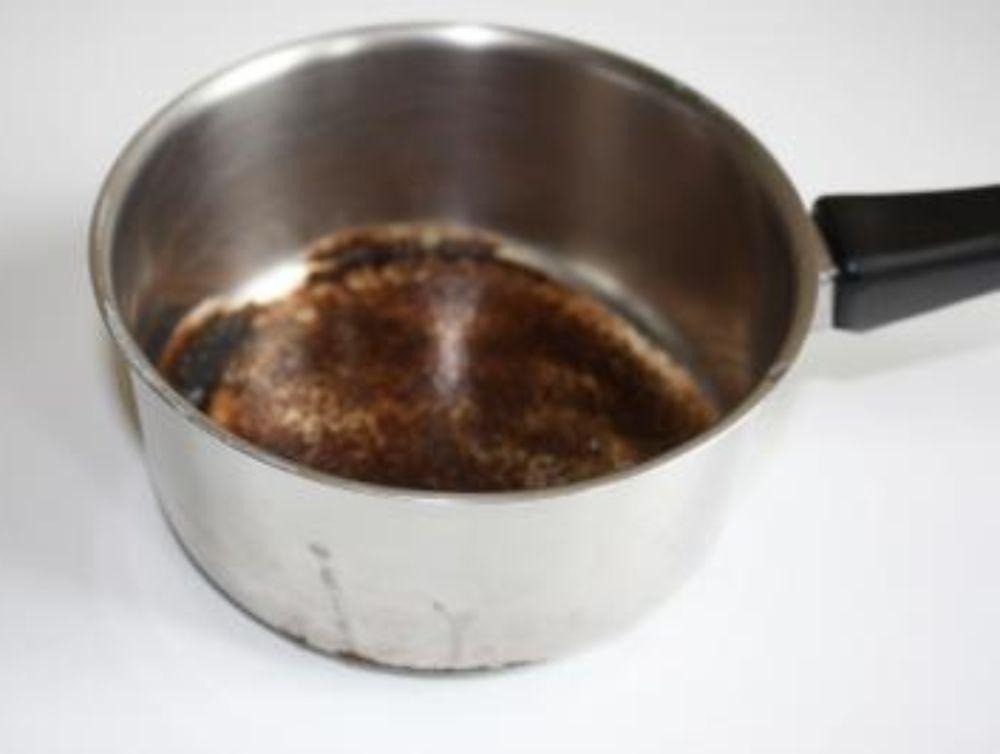 Rattraper une casserole ou un fer brûlé !