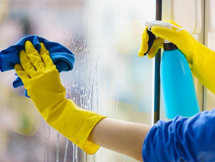 Quelques astuces pour bien laver ses vitres